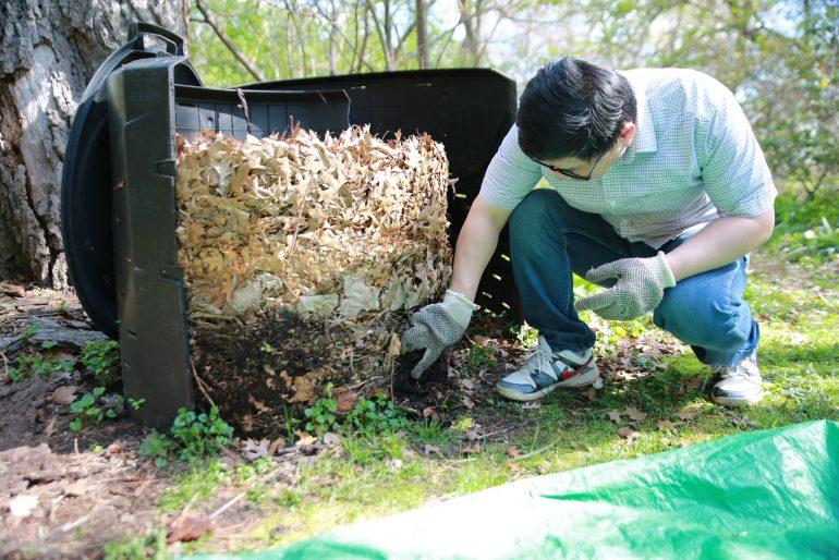 Backyard-composting-passive-bin
