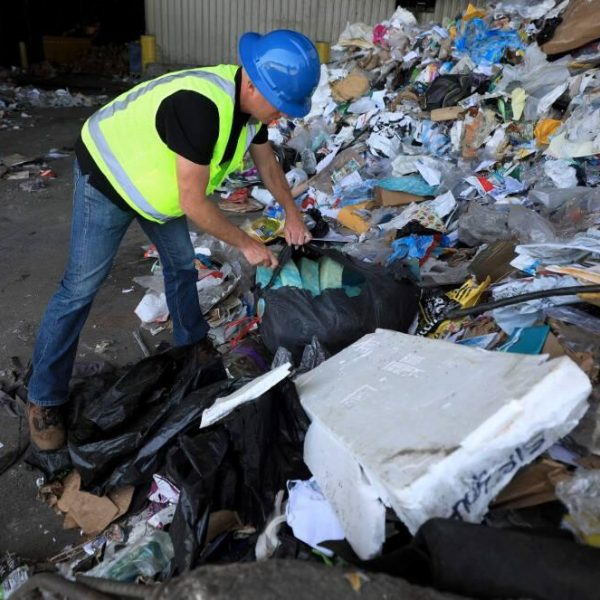 Polystyrene recycling tip floor